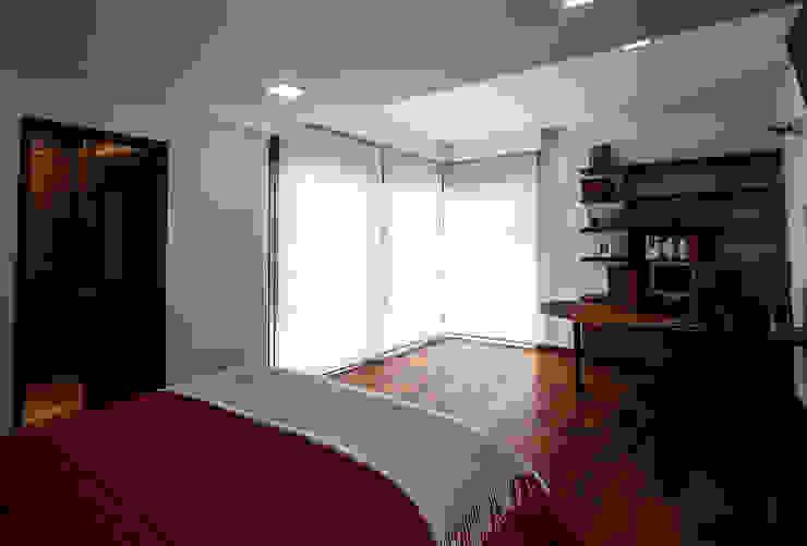 Recámara principal TR arquitectos Dormitorios minimalistas
