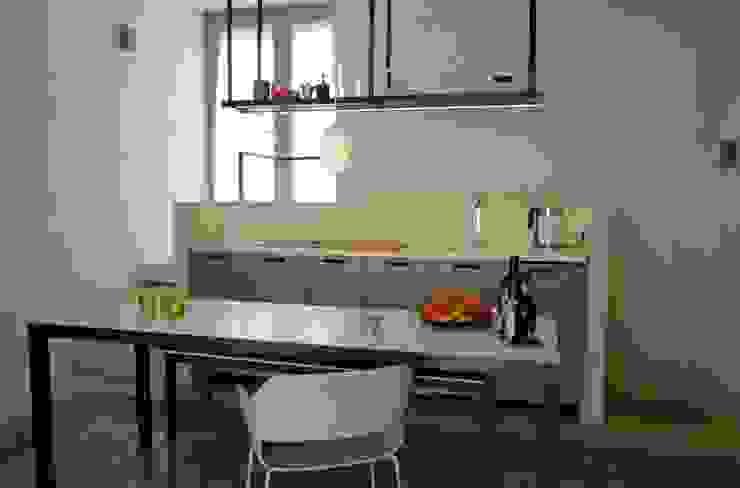 CONSCIOUS DESIGN - INTERIORS Petites cuisines Fer / Acier Beige