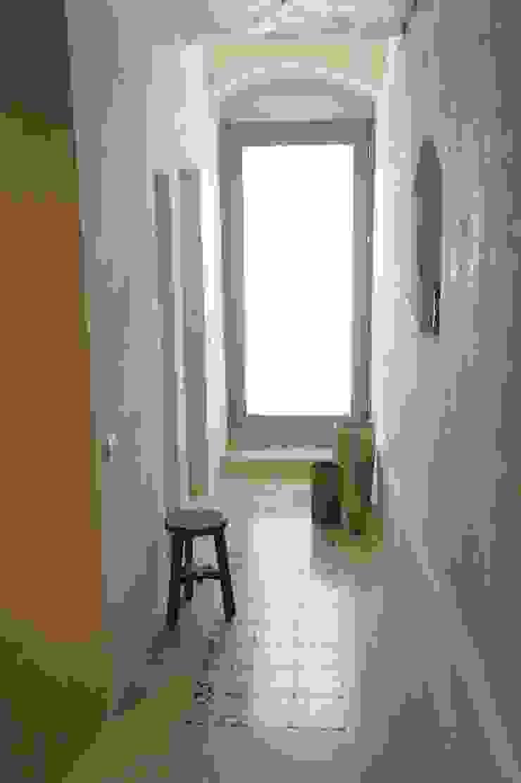 CONSCIOUS DESIGN - INTERIORS Mediterranean corridor, hallway & stairs Sandstone Beige