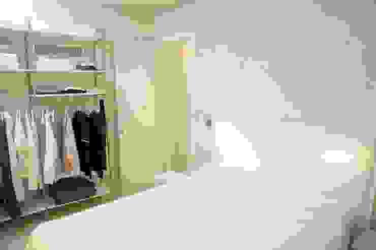 CONSCIOUS DESIGN - INTERIORS Chambre minimaliste Grès Blanc
