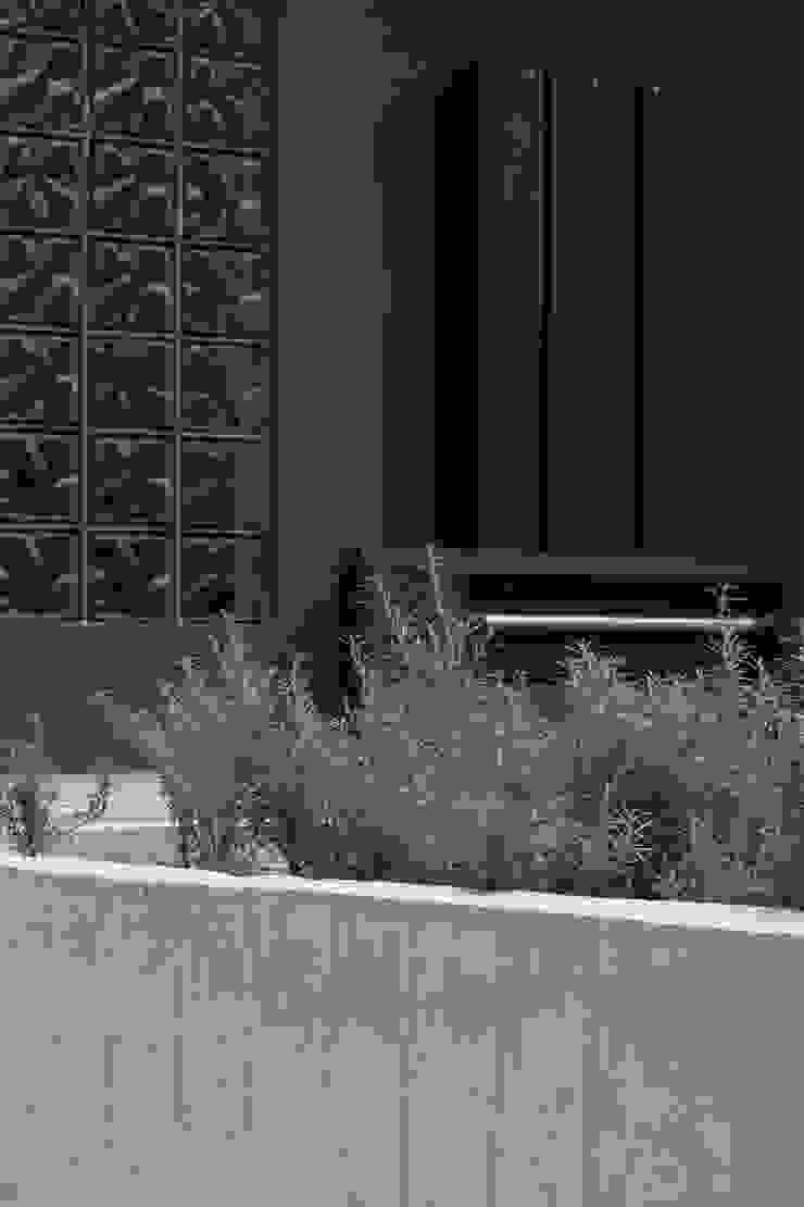 Detalle en fachada de A. Ordóñez Arquitectura Moderno
