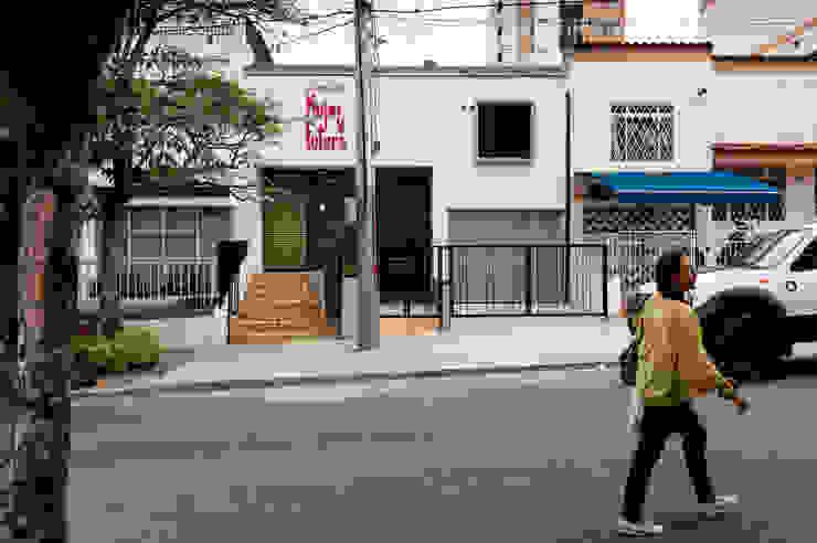 Fachada frontal, terminada tras la reforma de A. Ordóñez Arquitectura Moderno