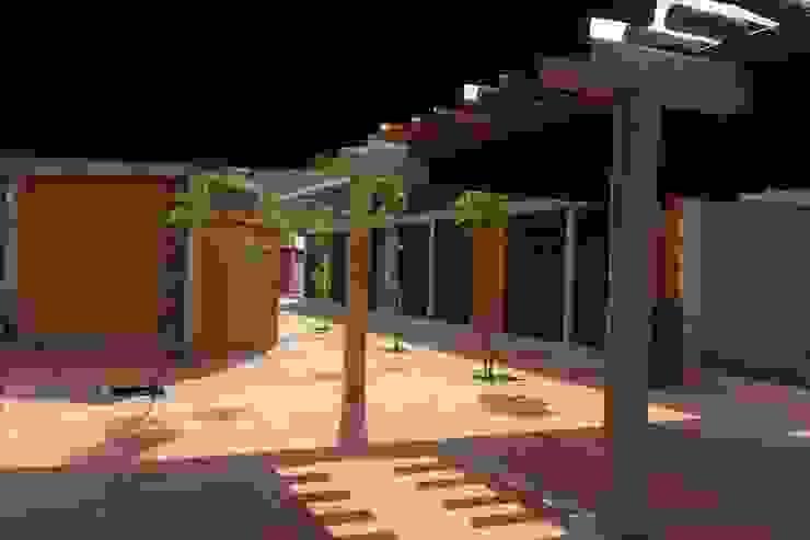 CENTRO TURÍSTICO Y PESQUERO DEL RÍO SOGAMOSO de A. Ordóñez Arquitectura Moderno