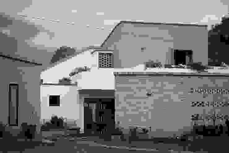 Casa Campestre R de A. Ordóñez Arquitectura Moderno