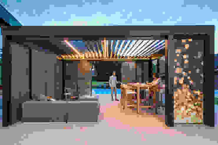 Lamellendach Design SPA Deluxe GmbH - Whirlpools in Senden Moderner Balkon, Veranda & Terrasse