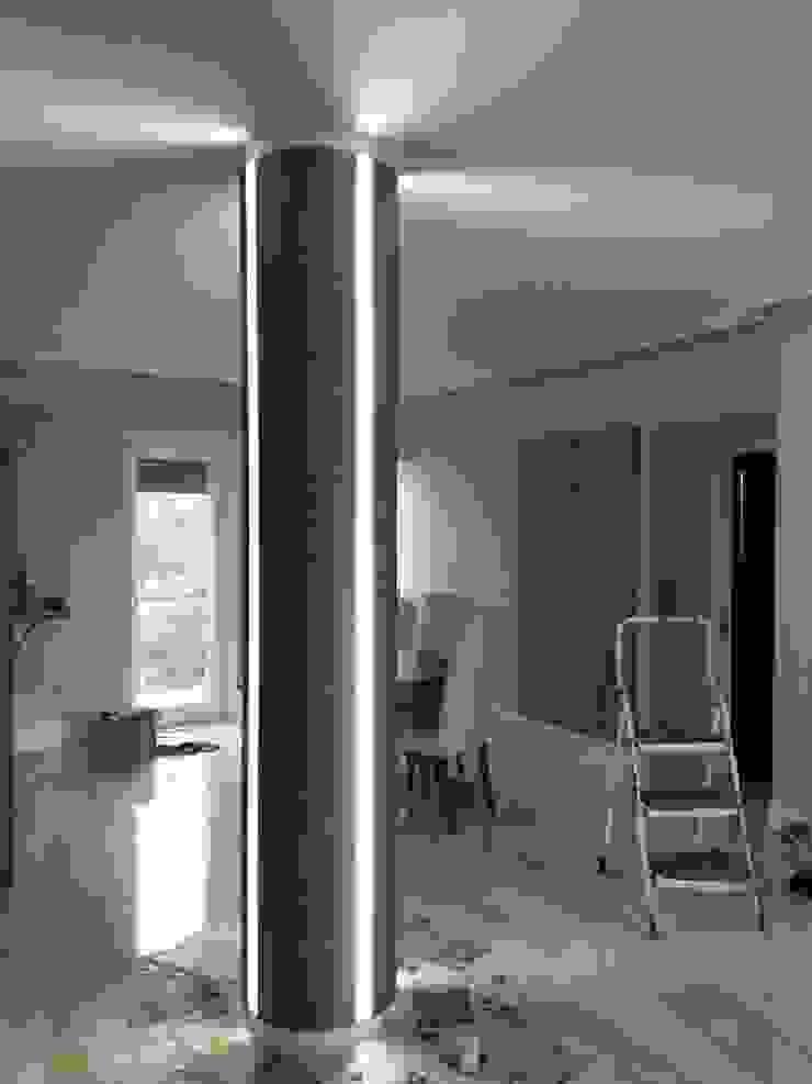 Arte Design & Colore 现代客厅設計點子、靈感 & 圖片 Metallic/Silver