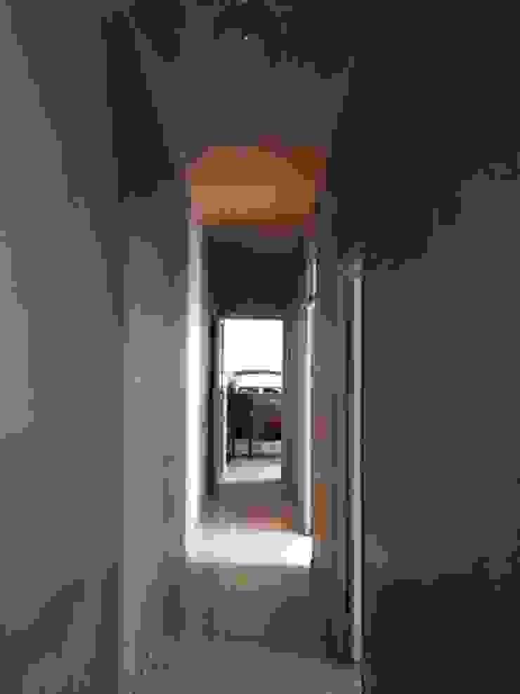 Scandinavian style corridor, hallway& stairs by CISOYER Scandinavian