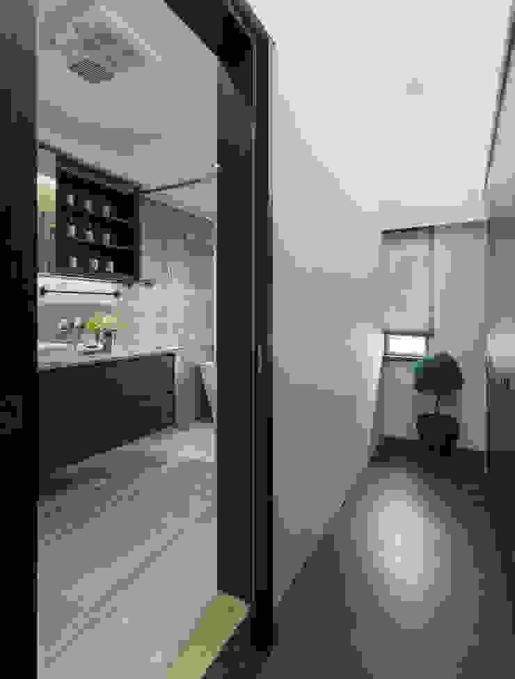 嘉禾社區設計案 Modern Dressing Room by 德力室內裝修有限公司 Modern