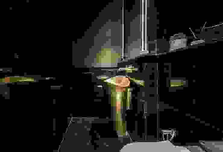 Balmoral Hills Modern bathroom by Summerhaus D'zign Modern