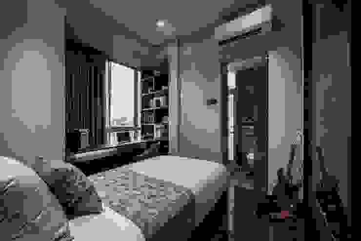 Balmoral Hills Modern style bedroom by Summerhaus D'zign Modern