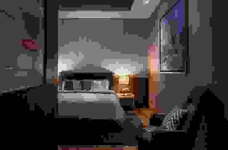 Bishopgate Residences Modern style bedroom by Summerhaus D'zign Modern