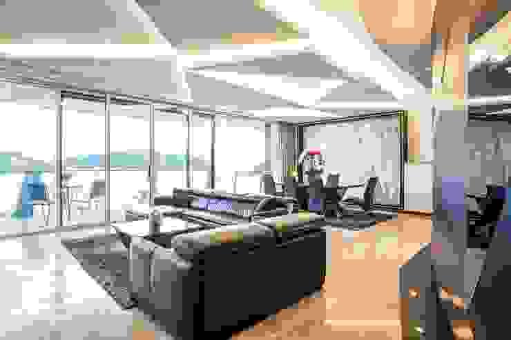 Corals At Keppel Bay Modern living room by Summerhaus D'zign Modern