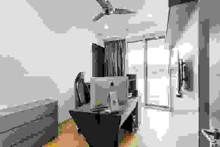 Corals At Keppel Bay Modern study/office by Summerhaus D'zign Modern