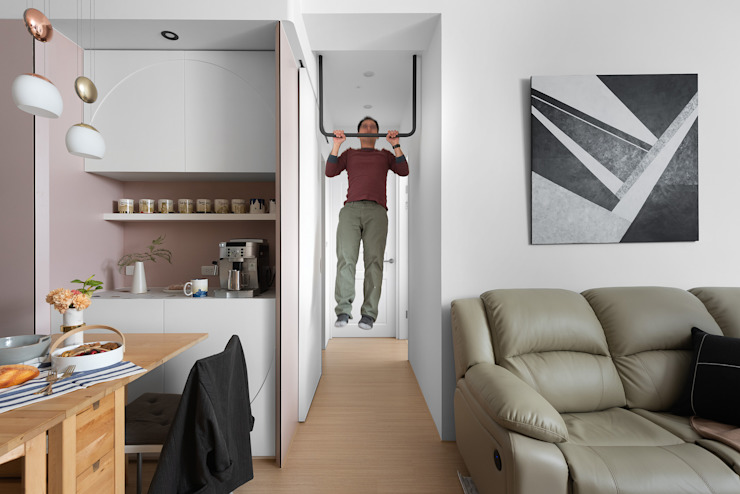 Couloir, entrée, escaliers scandinaves par 知域設計 Scandinave