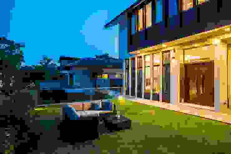 Modern style gardens by Summerhaus D'zign Modern