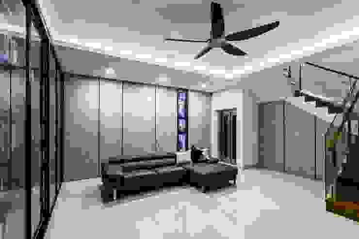 Trevose Crescent Modern corridor, hallway & stairs by Summerhaus D'zign Modern