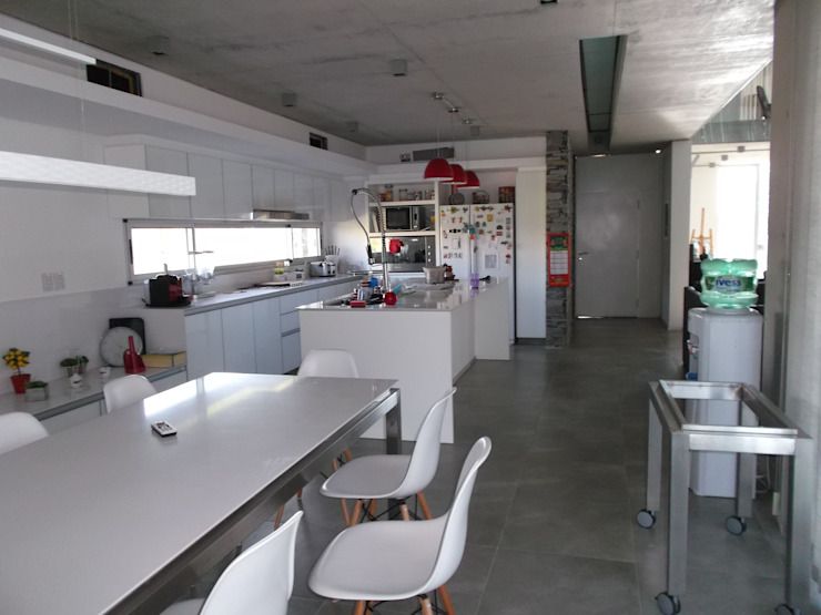 Casa en Barrio Cerrado Cocinas modernas: Ideas, imágenes y decoración de Grupo PZ Moderno