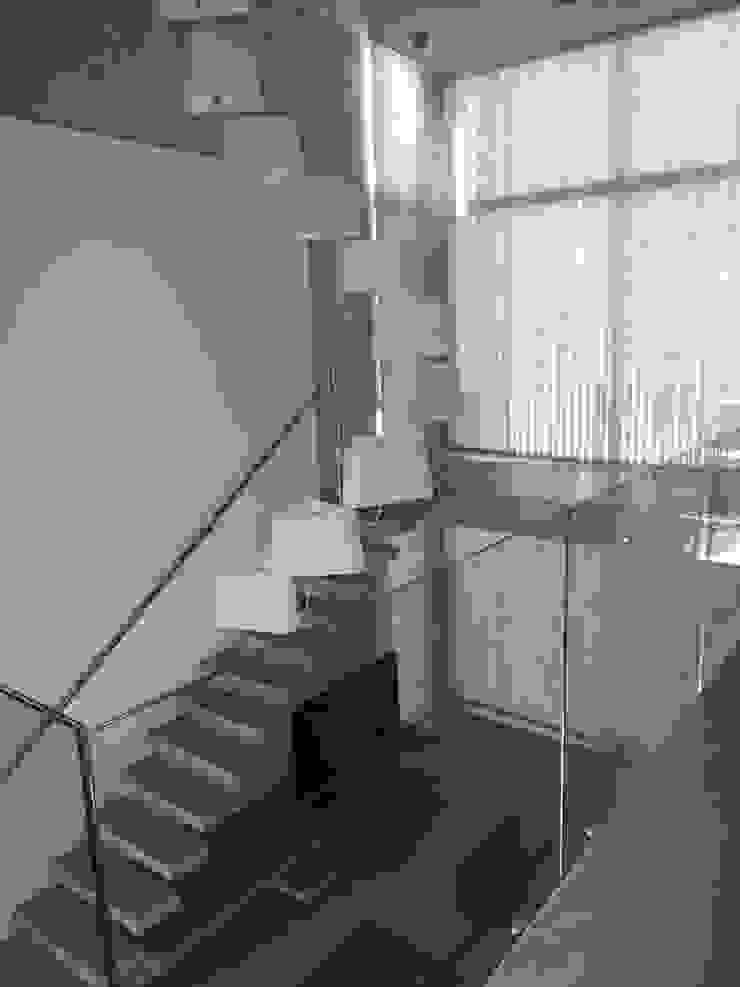 Casa en Barrio Cerrado Livings modernos: Ideas, imágenes y decoración de Grupo PZ Moderno