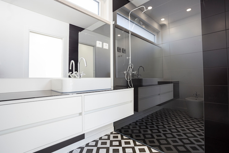 Decor-in, Lda Modern bathroom Tiles Black