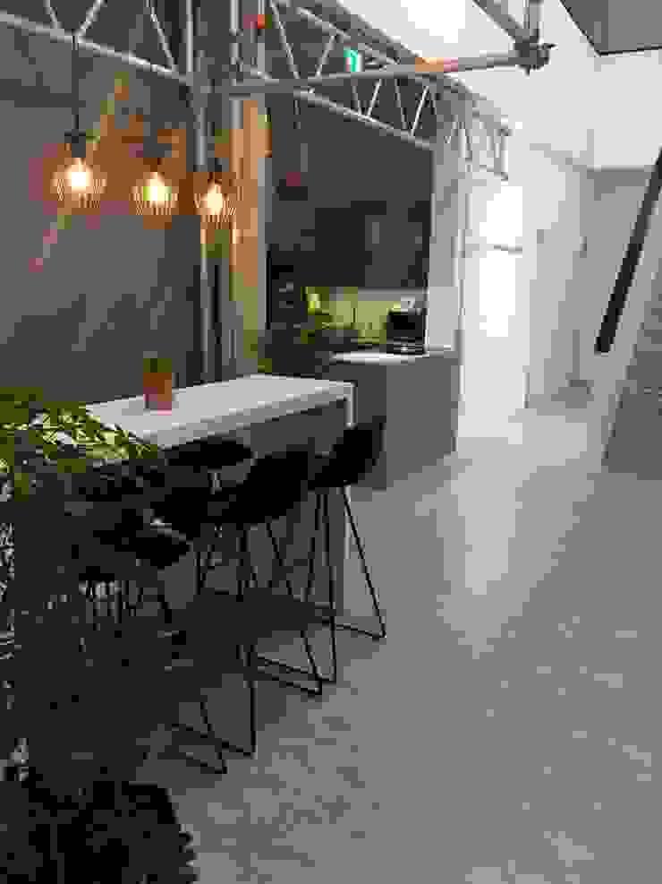 Küchen- und Eventbereich Moderne Bürogebäude von Kaldma Interiors - Interior Design aus Karlsruhe Modern