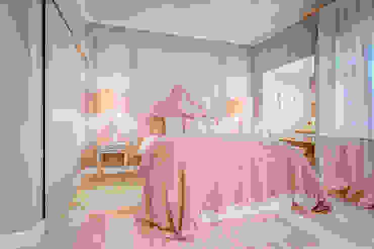 Project - Dream Bedroom Closet LojaQuerido by Ana Antunes Quartos clássicos Rosa