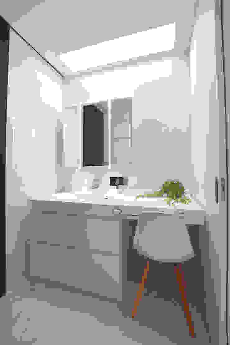 洗面所 モダンスタイルの お風呂 の Style Create モダン