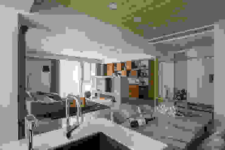 Minimalist dining room by 宏立室內裝修設計 Minimalist