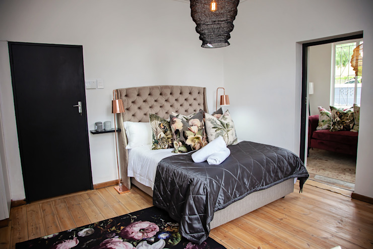 Showroom Eclectic style bedroom by Interior Concepts Eclectic