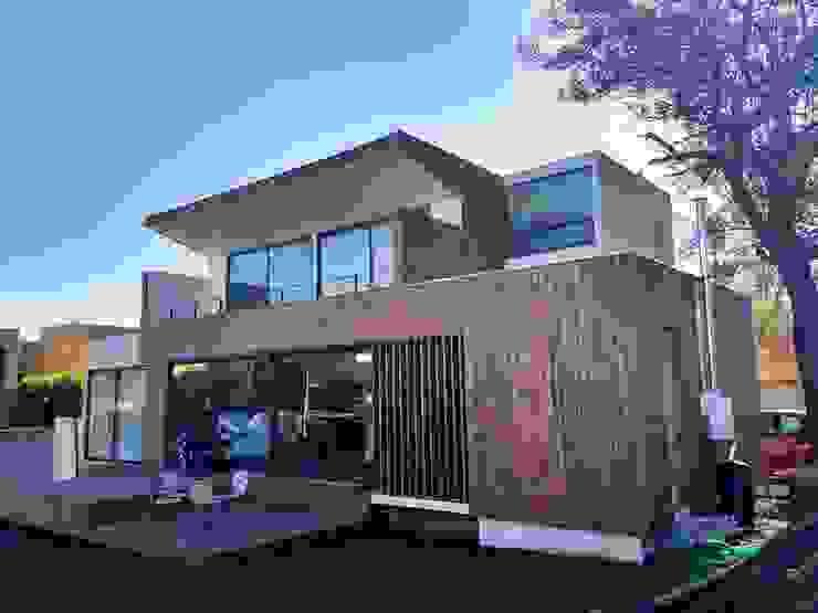 Fachada Sur de Martin Rojas Arquitectos Asoc. Moderno Madera Acabado en madera