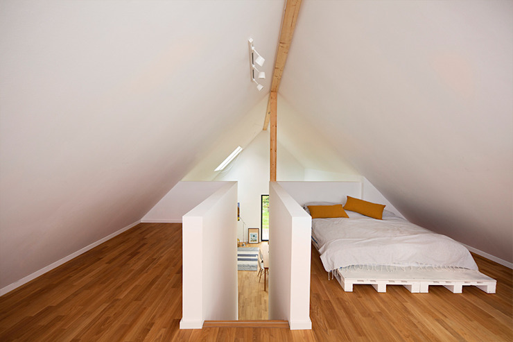 SOMMERHAUS PIU - YES WE WOOD Camera da letto moderna Legno
