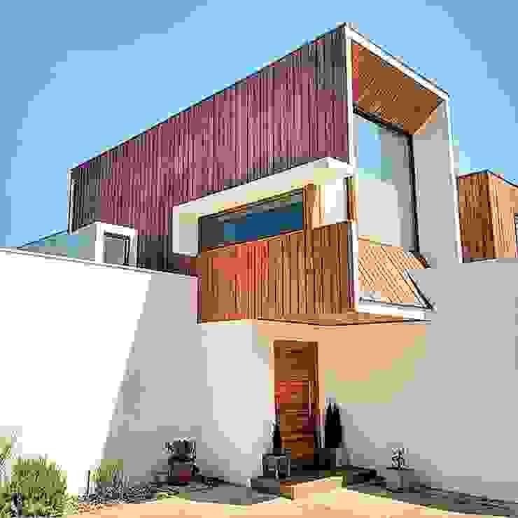 Fachada Oriente de Martin Rojas Arquitectos Asoc. Moderno