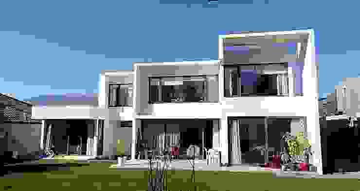FACHADA NORTE de Martin Rojas Arquitectos Asoc. Moderno Concreto