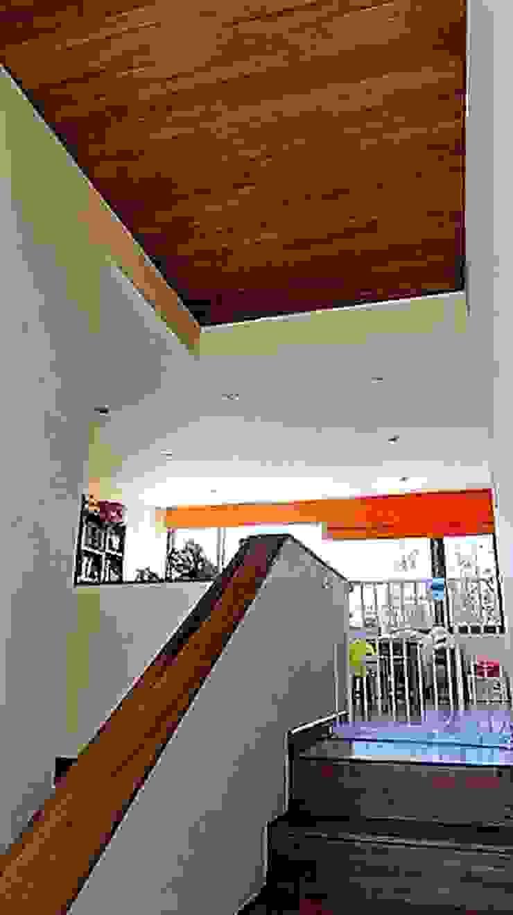 DETALLE ESCALERA de Martin Rojas Arquitectos Asoc. Moderno