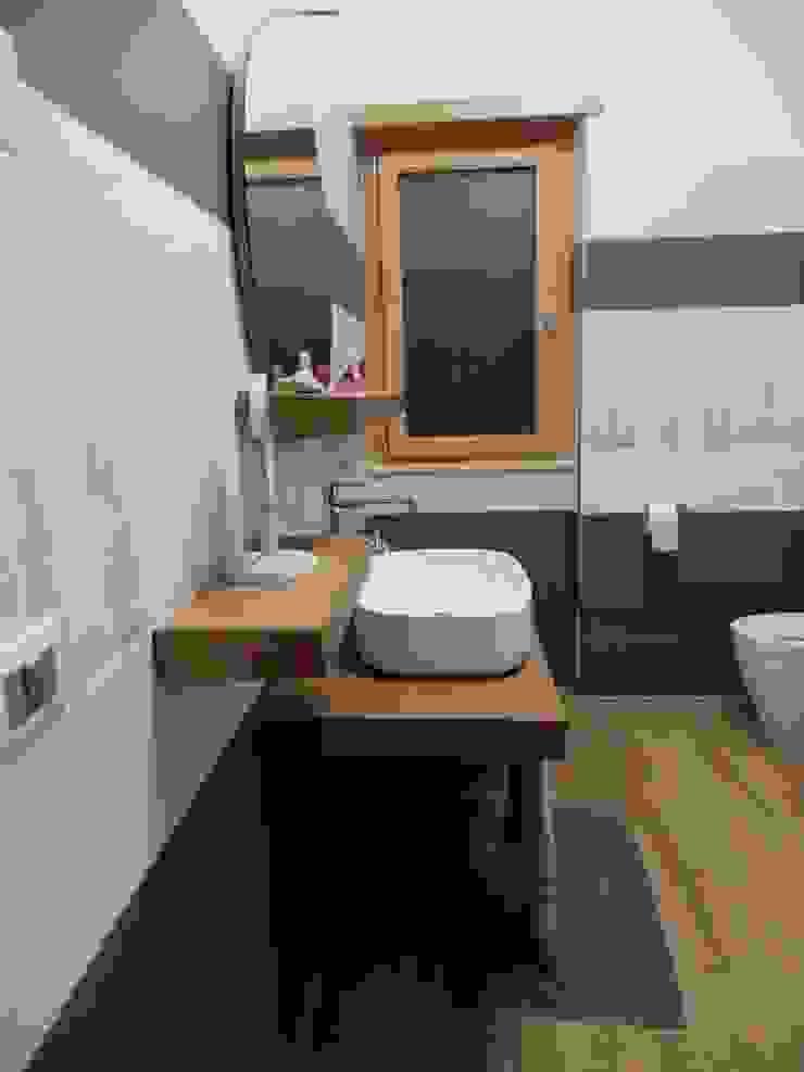 BAGNO Bagno moderno di Architetto Paolo Cara Moderno Legno Effetto legno