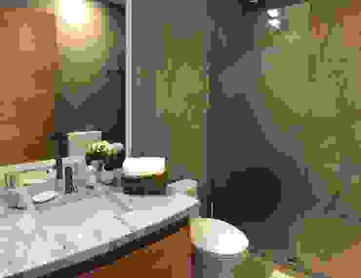 Second bedroom, private bathroom Modern Bathroom by DE LEON PRO Modern Marble