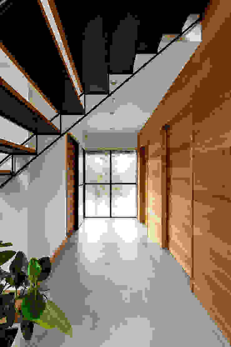 一級建築士事務所haus Pasillos, vestíbulos y escaleras de estilo escandinavo