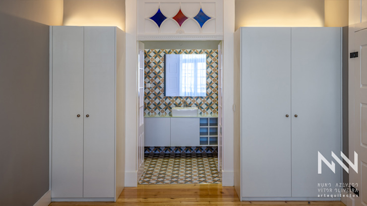 Modern bathroom by ARTEQUITECTOS Modern