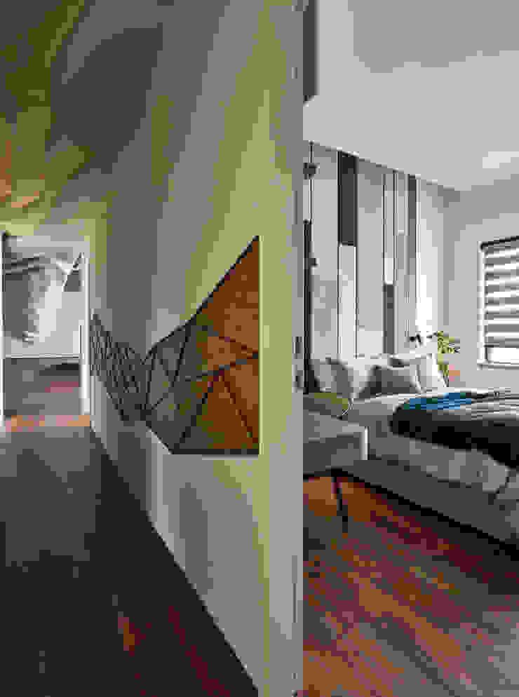 萬·花·園 現代風玄關、走廊與階梯 根據 只設計部室內裝修設計工程有限公司 現代風
