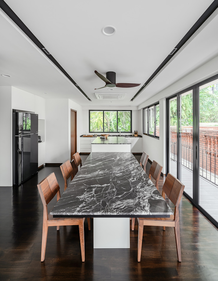 Jalan Tupai Minimalist dining room by Summerhaus D'zign Minimalist