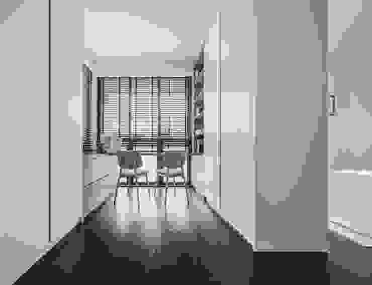 Jalan Tupai Minimalist study/office by Summerhaus D'zign Minimalist