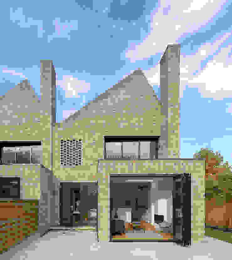 Rear elevation by TAS Architects Modern