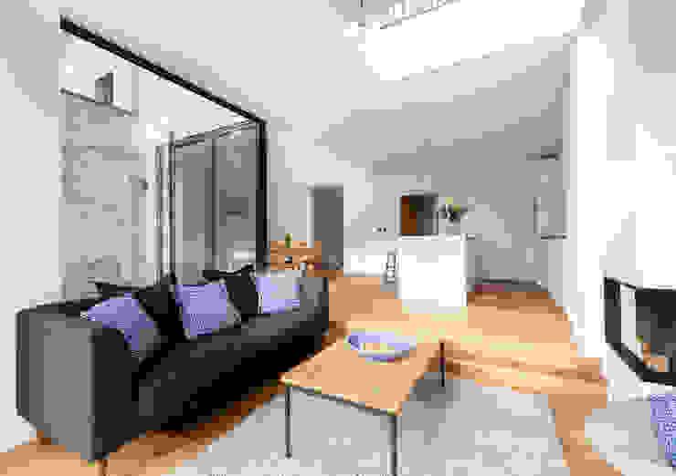 Open plan living/kitchen Modern living room by TAS Architects Modern
