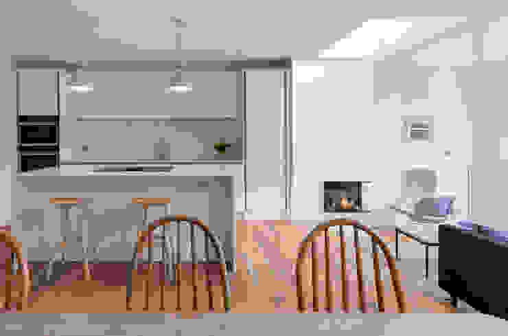 Kitchen Modern kitchen by TAS Architects Modern