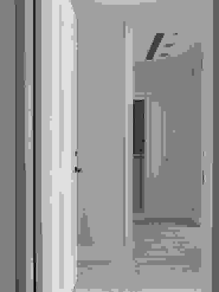 療癒系美式宅邸: 極簡主義  by 陶璽空間設計, 簡約風