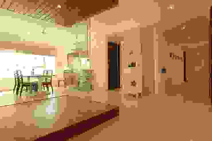 Dining room Saloni Narayankar Interiors Corridor, hallway & stairsAccessories & decoration Wood Beige