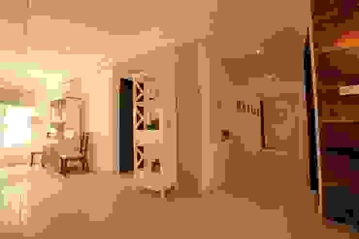 Foyer Saloni Narayankar Interiors Corridor, hallway & stairsStorage Wood White