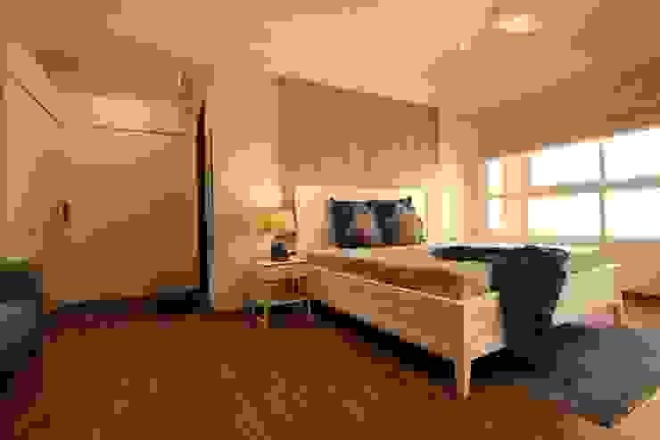 Bedroom Saloni Narayankar Interiors BedroomBeds & headboards Wood Beige