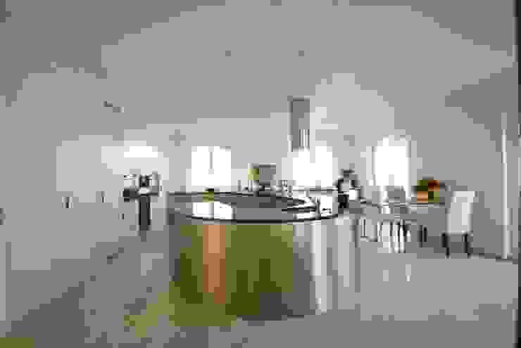 Küche rund von Liechti Küchen-Schreinerei AG Modern Aluminium/Zink