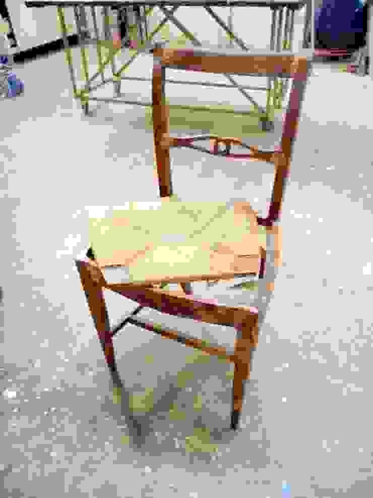 RESTAURO SEDIA IN PAGLIA RESTYLING IN LEGNO ARTIGIANALE 100% ITALIANO Gli Artigiani dei f.lli M.& S. Cordi snc Sala da pranzoSedie & Panche Legno Effetto legno