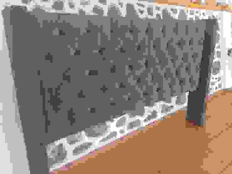Cabecera capitonada en café, patas laterales. de Xicteh cabeceras Moderno Madera Acabado en madera